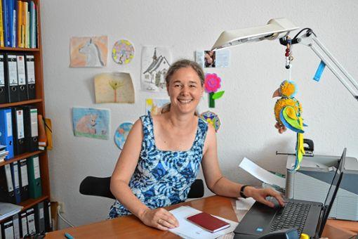Franziska Shumba an ihrem bisherigen Arbeitsplatz im Zeller Pfarrhaus. Morgen wird die  Gemeindereferentin offiziell verabschiedet.   Foto: Paul Berger Foto: Markgräfler Tagblatt