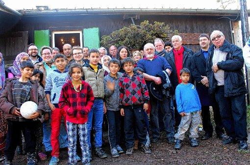 Rainer Stickelberger (dritter von rechts) stattete dem Flüchtlingsheim in Blauen einen Besuch ab.   Foto: Heiner Fabry Foto: Markgräfler Tagblatt