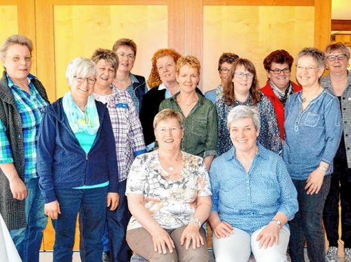 Die Dinklelberger Landfrauen verabschiedeten ihre langjährige Vorsitzende Heidi Kuny (sitzend, links).  Foto: zVg Foto: Die Oberbadische