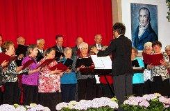 Der Historiker Klaus Schubring (rechts) ist Träger der Hebel-Gedenkplakette 2014.   Bürgermeister Martin Bühler nahm die Auszeichnung vor.   Fotos: Heiner Fabry Foto: Markgräfler Tagblatt