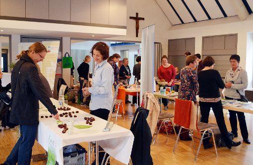 An 14 Ständen können sich die Besucher bei der Gesundheitsmesse informieren.   Foto: Susann Jekle Foto: Die Oberbadische