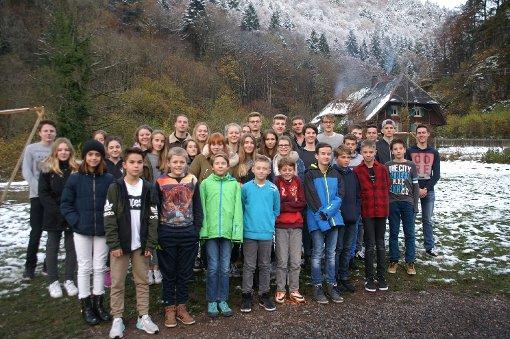 Die Klassensprecher des Neuenburger Kreisgymnasiums trafen sich zum Workshop im verschneiten Zastlertal.   Foto:  Zimmermann-Ruf Foto: Weiler Zeitung