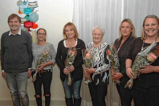 Die Vertreter der Interessensgemeinschaft Spielplatz Schwedenstraße in Oberrheinfelden freuen sich über den diesjährigen Bürgerpreis.   Fotos: Ulf Körbs Foto: Die Oberbadische