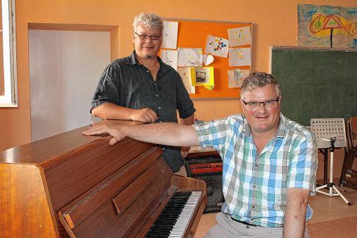 Sie freuen sich auf die neuen Orchester: Christoph August (l.) und Simon Rekers.  Foto: Lara Hackmann Foto: Die Oberbadische
