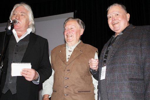 Führte durch den Abend: Moderator Jeannot Weissenberger (links) mit Film-Namensgeber Hans Ruf und Filmemacher Gusty Hufschmid (rechts).   Foto: Gerd Lustig Foto: Die Oberbadische