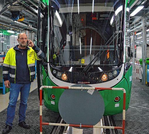 Sorgt dafür, dass der Tramverkehr rundläuft: Thomas Tanner, der Leiter des BVB-Servicecenters   Fotos: Adrian Steineck Foto: Die Oberbadische
