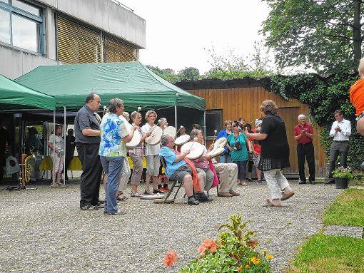 Die Trommelgruppe unterhielt beim Sommerfest des Marienheims in Bamlach.   Foto: zVg Foto: Weiler Zeitung