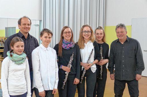 Das musikalische Gewinnerteam (von links): Kleo Probst, Ingo Balzer, Liam Hook, Karin Schweizer, Tabea Kunde, Ljubinka Homolka und Martin Fischer.    Foto: Vogl Foto: Die Oberbadische