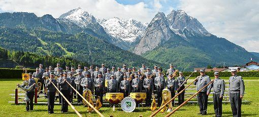 Das Gebirgsmusikkorps der Bundeswehr  bieten beim Benefizkonzert am 26. April in der Schopfheimer Stadthalle symphonische Blasmusik  und Bigband-Sound.   Fotos: zVg Foto: Markgräfler Tagblatt