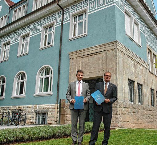 Geschäftsführer Markus Schwamm (links) und Oberbürgermeister Klaus Eberhardt als Aufsichtsratsvorsitzender präsentierten den Geschäftsfbericht der Wohnbau Rheinfelden.  Foto: Ulf Körbs Foto: Die Oberbadische