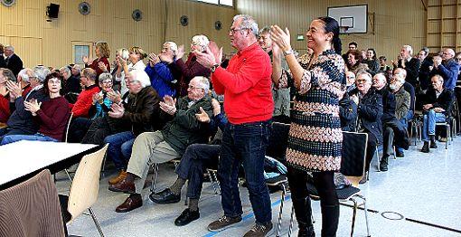 Nach der ausführlichen Rede von Ulrich May gab es Bravo-Rufe und sogar stehenden Applaus. Foto: Weiler Zeitung