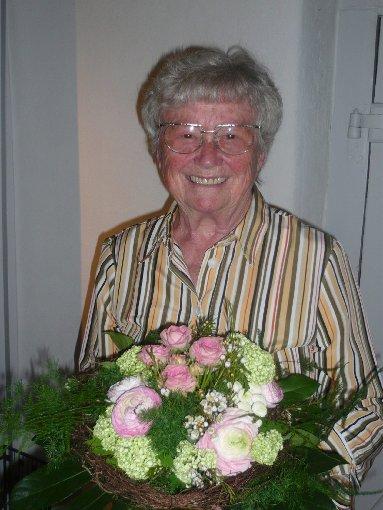 Herta Olschowka, die eine nette Erinnerung für ihren verstorbenen Gatten Walter im Hebelhaus bei der Muettersproch-Gsellschaft gestaltete.    Foto: Klaus Brust Foto: Markgräfler Tagblatt