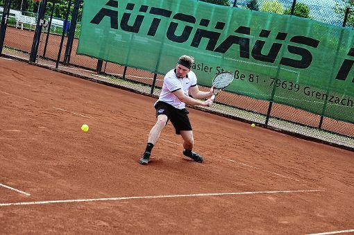 Wehrt zig Matchbälle ab: Nico Rasenberger.  Foto: Mirko Bähr Foto: Die Oberbadische