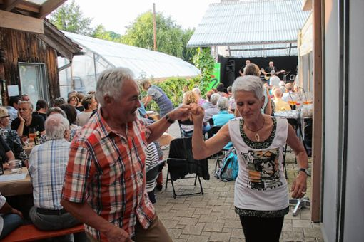 """Musik im Garten"""" war wieder ein voller Erfolg. Diesmal spielten die """"Liverpool Beats"""" in der Gärtnerei Vosskuhl. Eingeladen hatte der Verein """"Kunst und Kultur Steinen"""".   Foto: Gerd Lustig Foto: Markgräfler Tagblatt"""