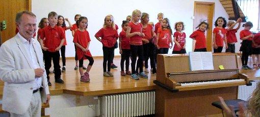 """Der Kinderchor """"mini"""" begeisterte erstmal mit einem eigenen Chorkonzert. Foto: Renate Wendt Foto: Weiler Zeitung"""