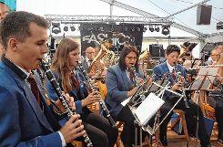 Hier spielt die Musik: Mit flotten Polkas, Märschen und Liedern bot der Sallnecker Musikverein  abwechslungsreiche Unterhaltung für die Feiernden. Foto: Markgräfler Tagblatt