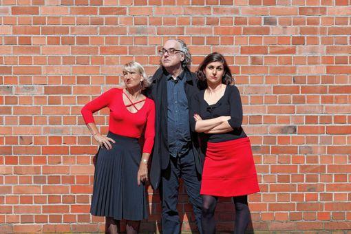 Valerie Busson, Martina Doering und Ewald Gutenkunst wollen am Freitag die Maulburger zum Lachen bringen. Foto: zVg