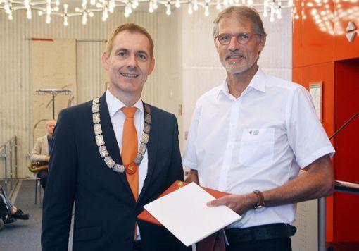Oberbürgermeister Jörg Lutz (l.) mit  Siegfried Burkart   Foto: Susann Jekle Foto: Die Oberbadische