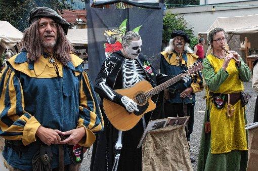 "Die ""Spielleut Skadefryd"" sangen  beim Fahrnauer Dorfherbst.  Fotos: Ralph Lacher Foto: Markgräfler Tagblatt"