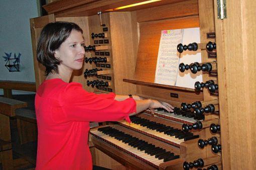 Annette Unternährer-Gfeller bei ihrem Recital an der Metzler-Orgel.     Foto: Walter Bronner Foto: Weiler Zeitung