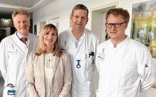 Christian Hamel, Petra Glienke,  Ingo Engel und  Volker Brass freuen sich über die erneute Bestätigung der hohen Versorgungsqualität im Darmkrebszentrum Lörrach.   Foto: zVg Foto: Die Oberbadische