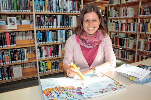 Im Landesvergleich schneidet die Stadtbibliothek immer noch überdurchschnittlich gut ab - darüber kann sich Leiterin Katja   Benkler freuen.      Foto: Werner Müller Foto: Markgräfler Tagblatt