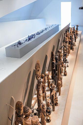 """Glasarbeit """"Migration"""" von Matteo Gonet und Figuren beziehungsweise Migranten aus aller Welt Foto: MKB/ Lemke Foto: Die Oberbadische"""
