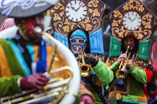 Bunt und klangstark – so präsentierte sich der Lörracher Fasnachtsumzug.  Foto: Kristoff Meller Foto: Kristoff Meller