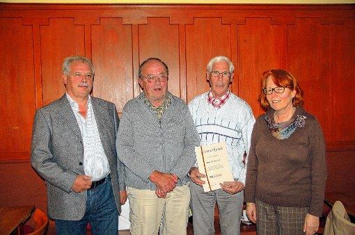 CDU-Vorsitzende Christa Bernauer ehrte Rudolf Steiert, Paul Kiefer und Erwin Hartmann (von rechts).  Foto: Ulrike Jäger Foto: Markgräfler Tagblatt