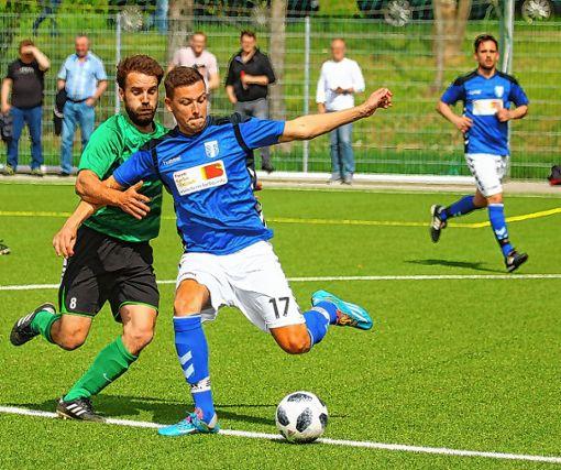 Jonas Trompeter (r.) und die Schliengener kämpfen gegen den TuS Maulburg um den Aufstieg in die A-Liga.   Foto: zVg Foto: Die Oberbadische