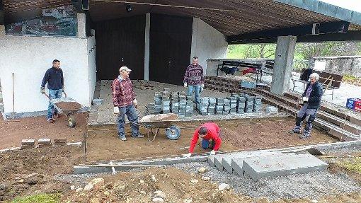 Mit den Bauarbeiten auf dem Hüsinger Friedhof geht es voran.   Foto: Vera Winter Foto: Markgräfler Tagblatt