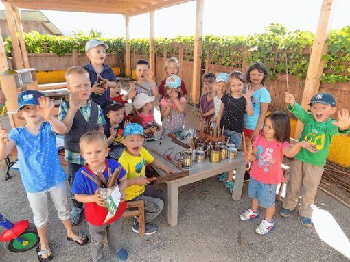 """Die  Kinder des """"Berghüsli"""" widmeten sich dem Thema Bienen und bauten ein Insektenhotel.   Foto: zVg Foto: Markgräfler Tagblatt"""