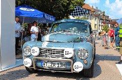 Oldtimer-Fans hießen die Rallyeteilnehmer willkommen. Foto: Markgräfler Tagblatt
