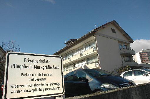 Einige der Pflegeheim-Parkplätze an der Römerstraße entfallen, andere werden später wieder neu errichtet.   Foto: Marco Fraune Foto: Weiler Zeitung